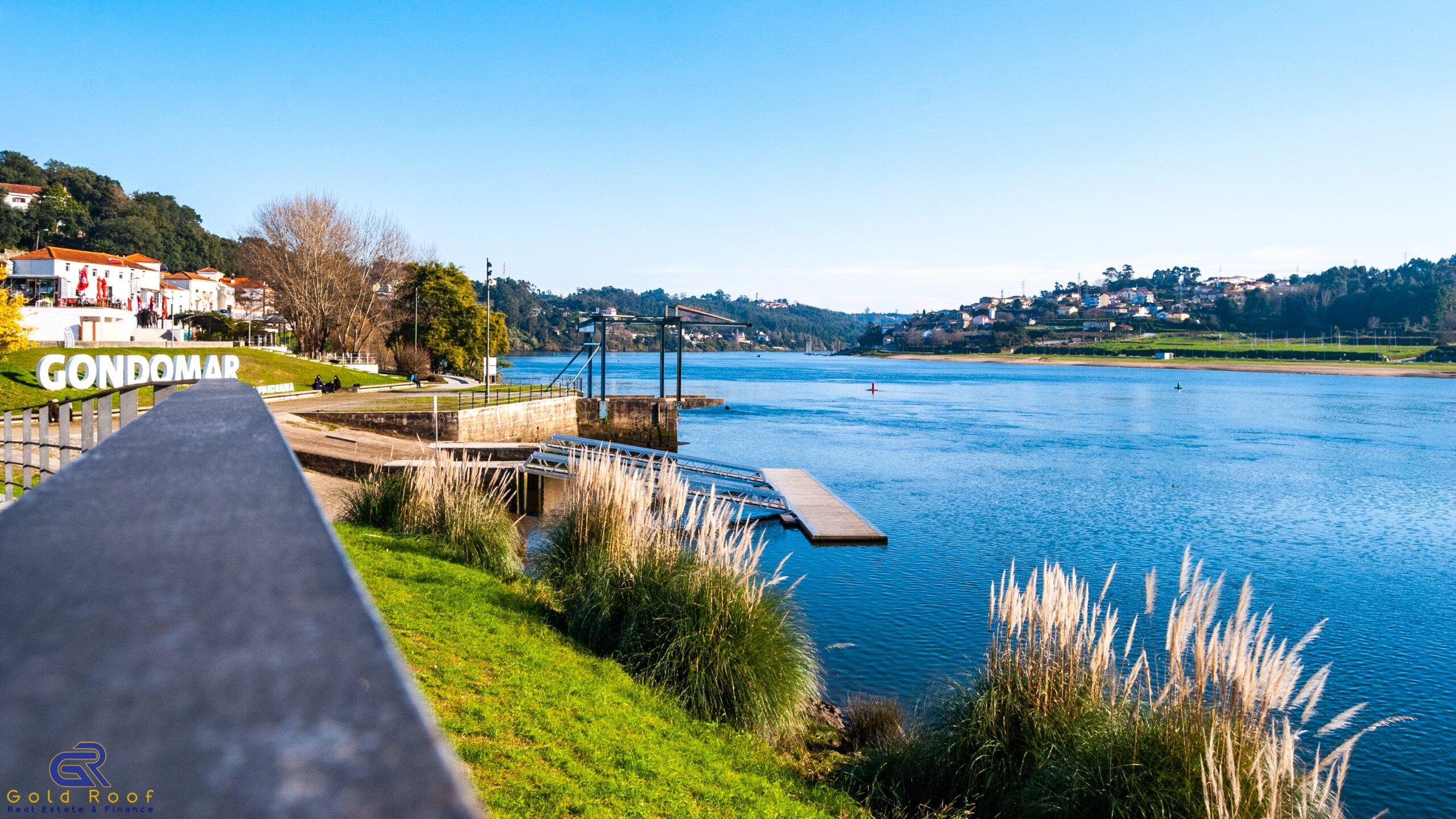Terreno 675m2 ao Rio Douro para construção de moradia, Valbom