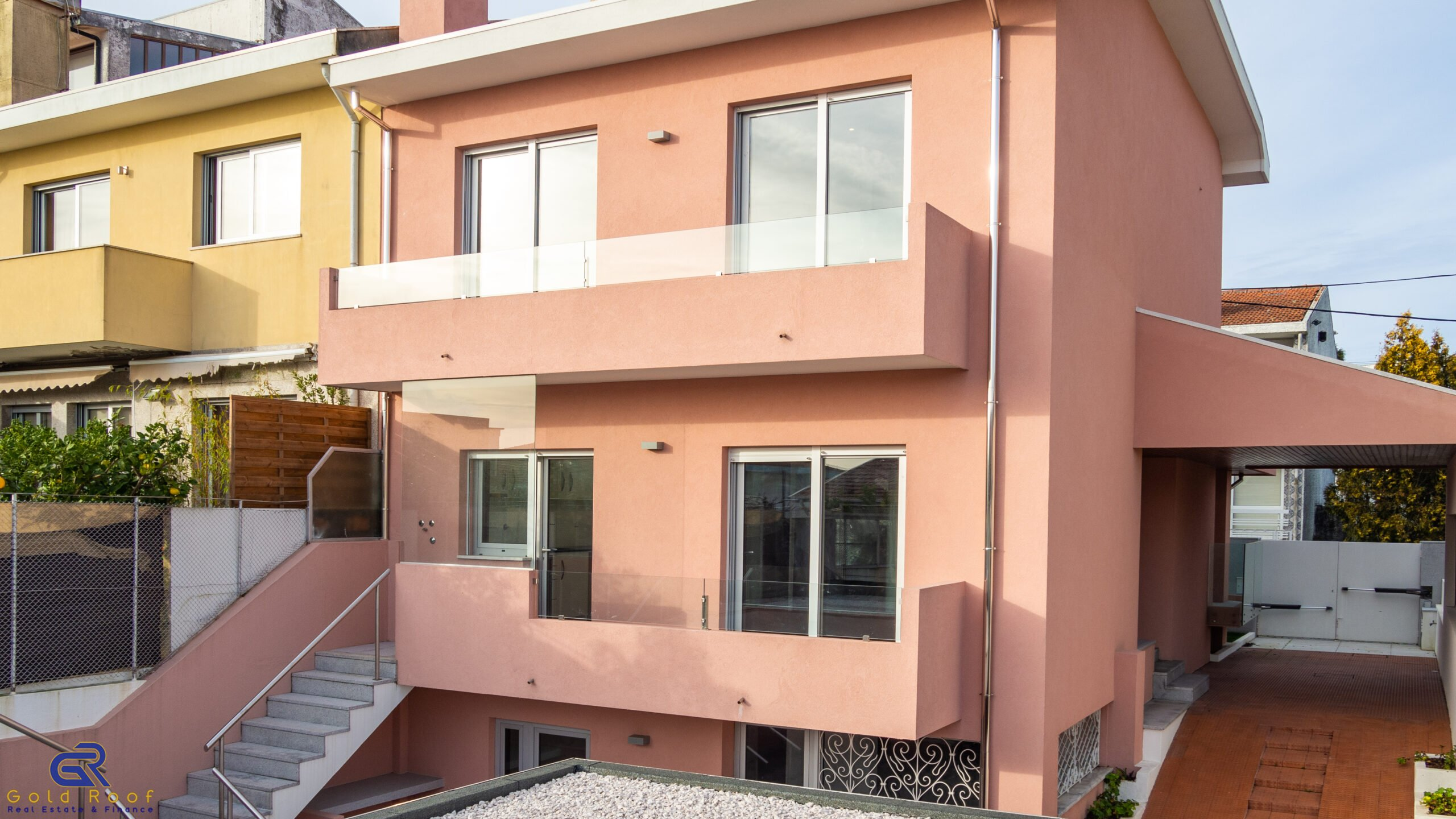 4-bedroom villa with terrace, 3 fronts, Pedroso, Carvalhos