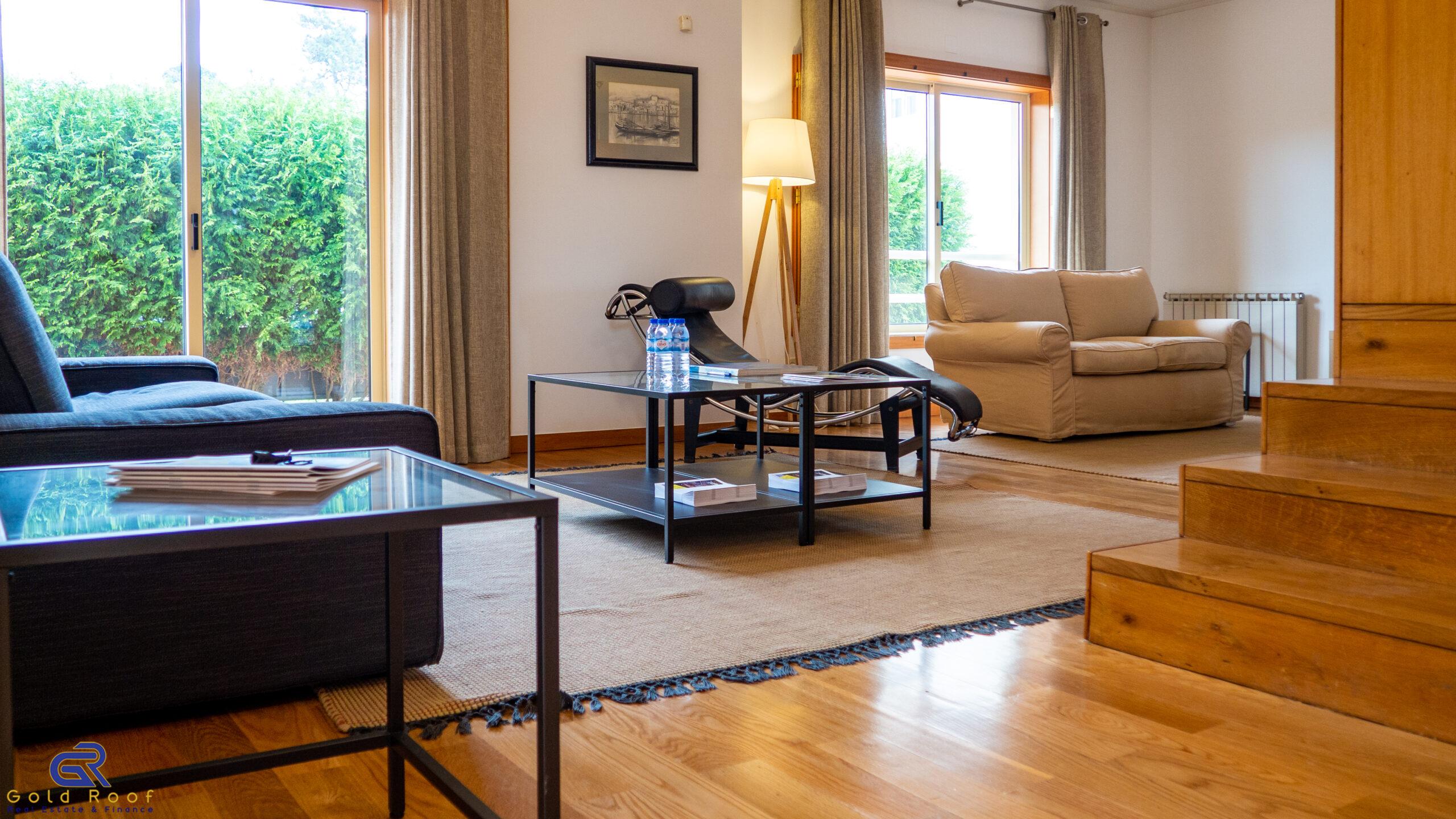 Villa isolée de 4 chambres avec des terrasses et balcons, Arcozelo – VENDU