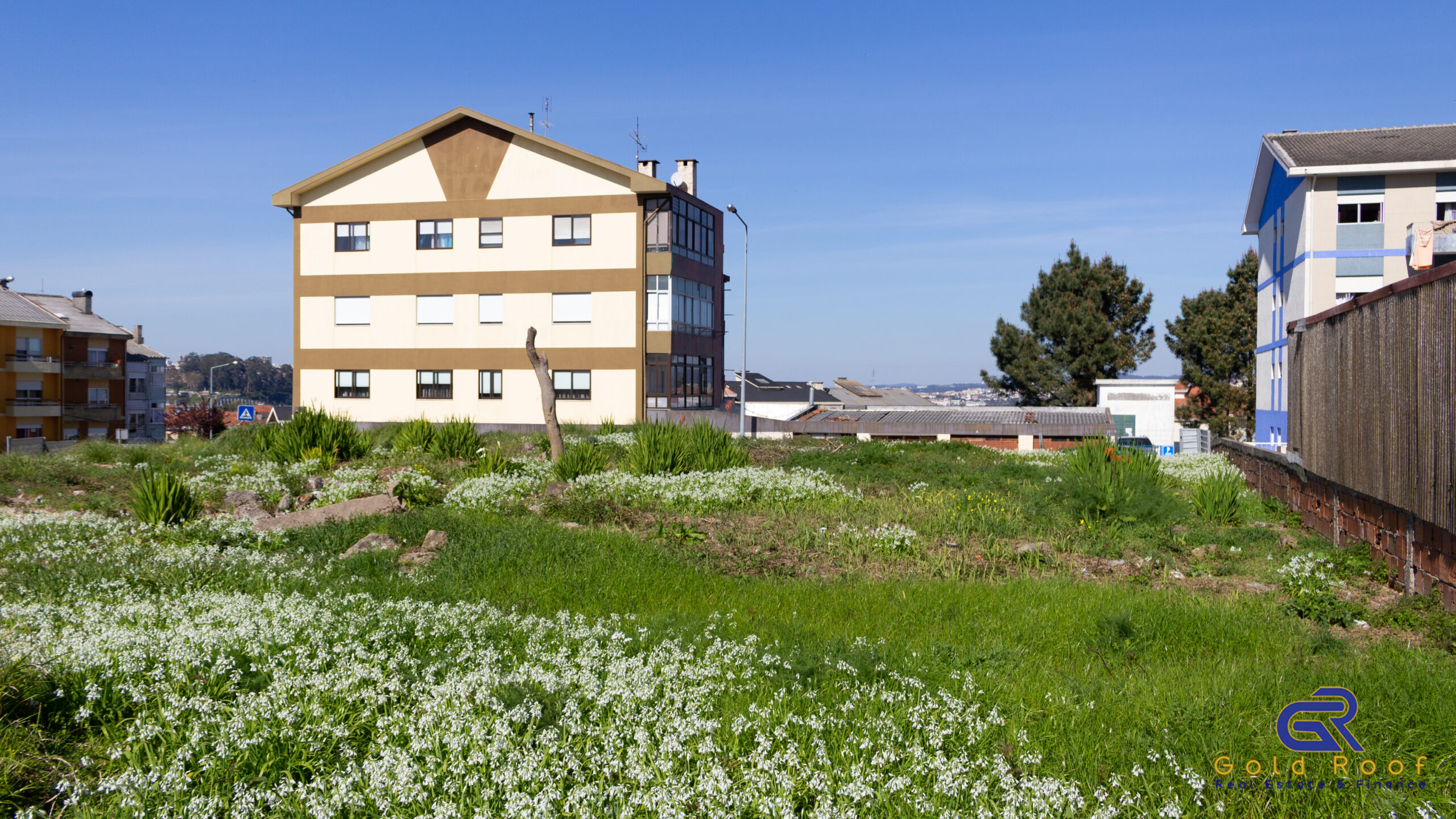 Building land 1312sqm for high-rise housing construction, Oliveira do Douro